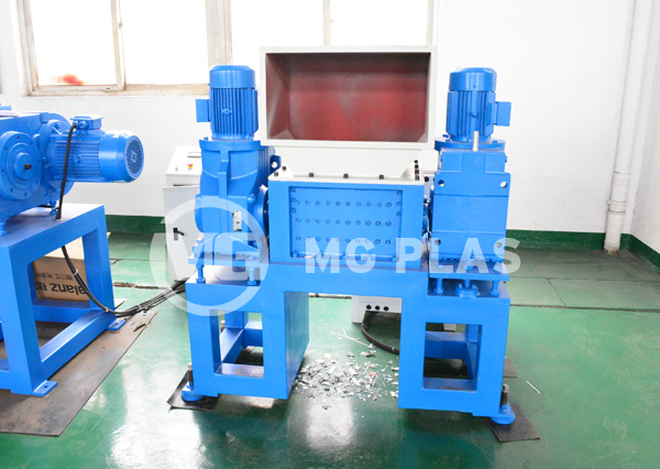 Double Shaft Shredder Machine
