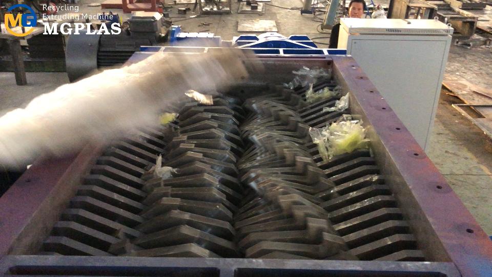 Large capacity plastic film shredder machine 2019: big dual shaft shredder
