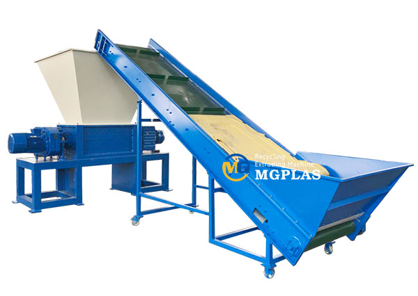 Dual shaft shredder machine for plastic blow molding waste